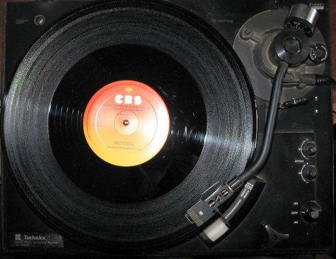 Munch Bunch: Find music, coffee, warmth at Vinyl Cafe